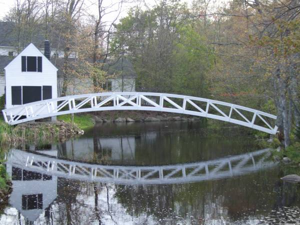 A well-photographed bridge